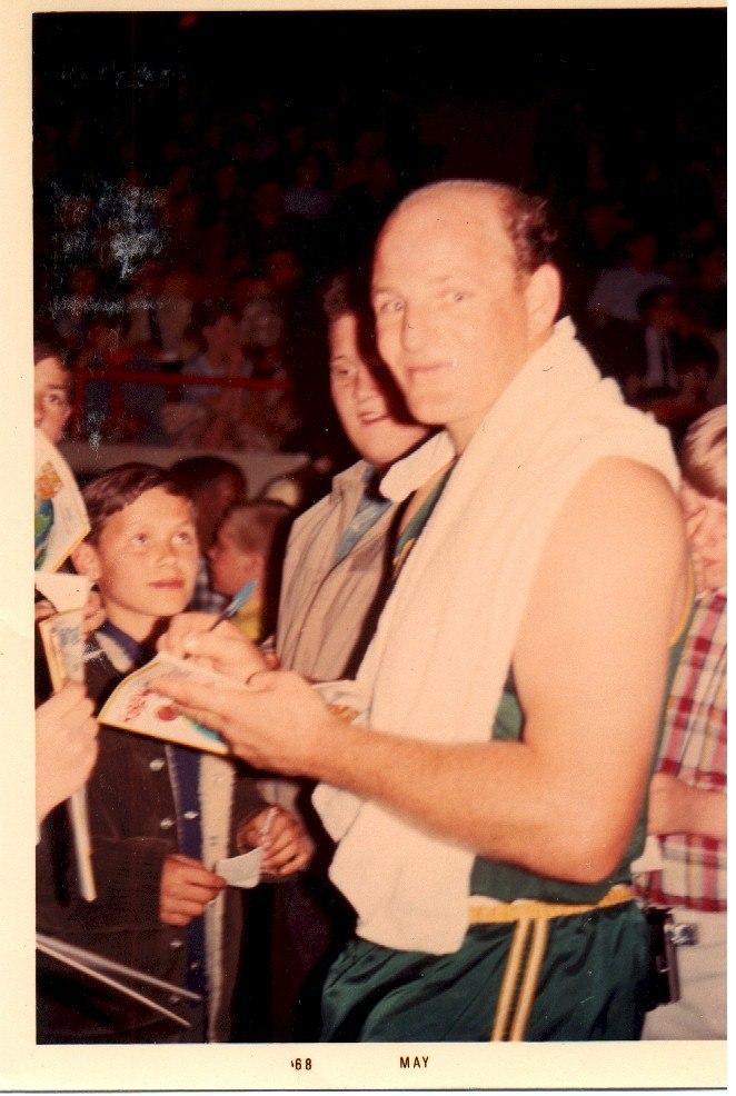 Ray-signing-april-11-1968-milwaukee